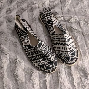 Aztec Print Cushioned Stretch Canvas Slip-On Shoes